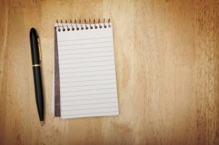 252174-note-pad-and-pen-on-wood